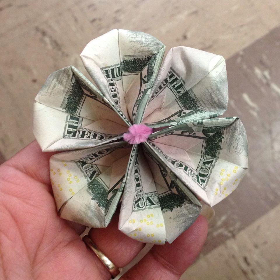 Pretty Money Flower Don T You Think Money Flowers Graduation Leis Gifts