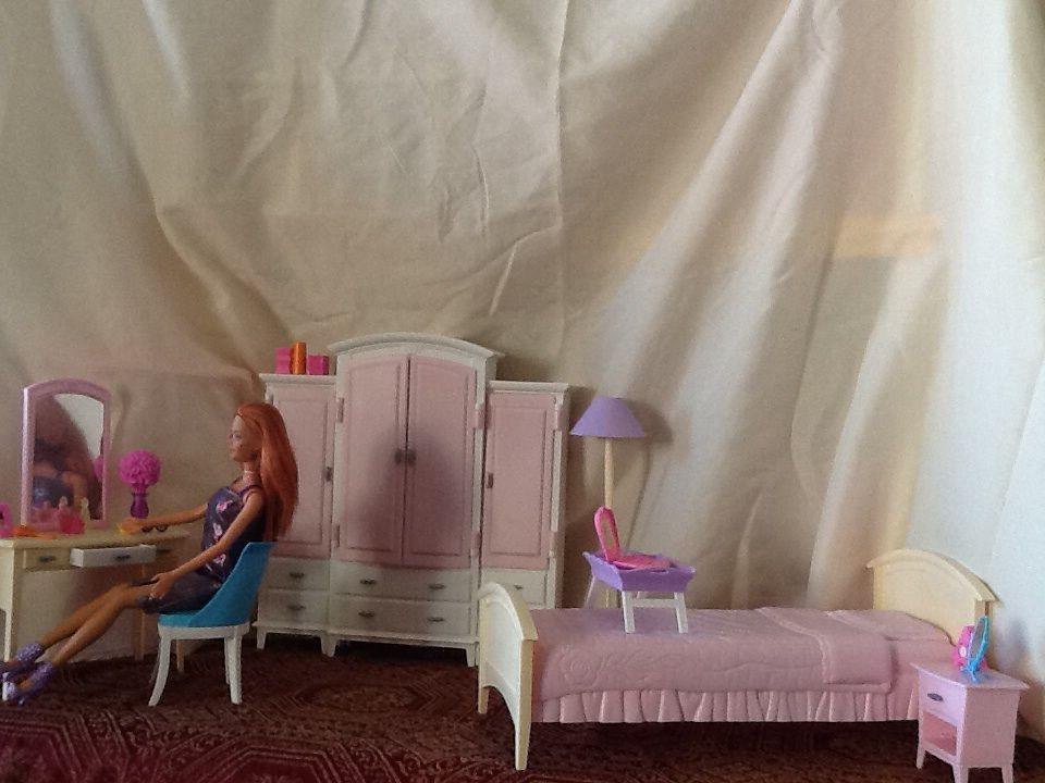 Living In Style Barbie bedroom play set