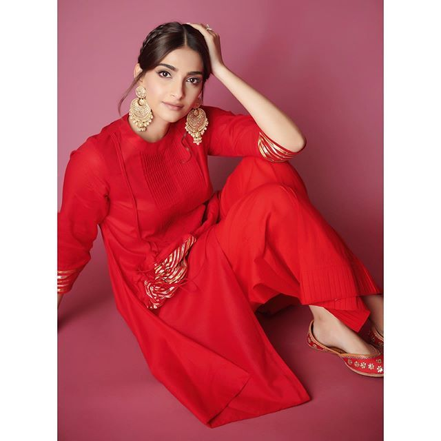 Pin By 𝐒𝑢𝑛𝑠ℎ𝑖𝑛𝑒 On Sonam Kapoor
