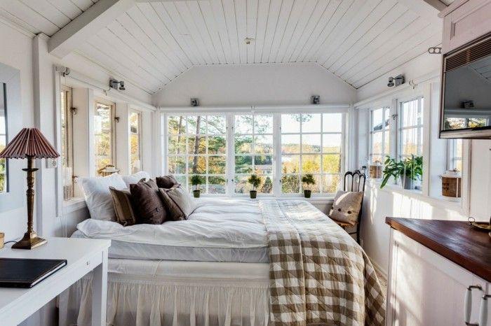 landhausstil schlafzimmer helle zimmerdecke und karierte bettdecke - schlafzimmer ideen landhaus