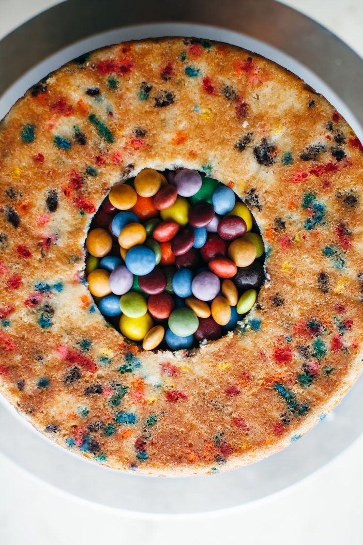 Photo of sprinkle pony piñata cake! — molly yeh – Ostern