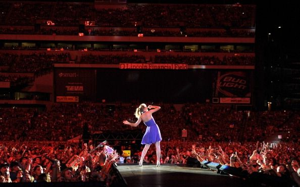 Taylor Swift Played To A Sold Out Crowd Of Over 51 000 Fans Saturday Night When She Took Her Speak No Taylor Swift Speak Now Taylor Swift Dancing Taylor Swift