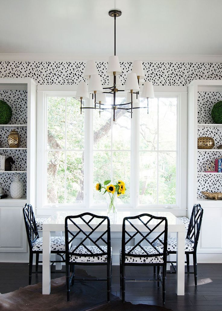 HOME TOUR A BOLD WALLPAPER FANTASY Shabby chic dining