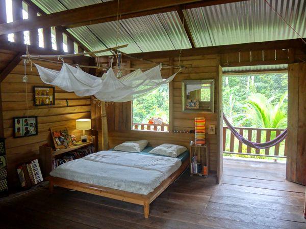 Une Maison Au Coeur De La Foret Guyanaise Avec Images Maison Maison Bois Chambre Bois