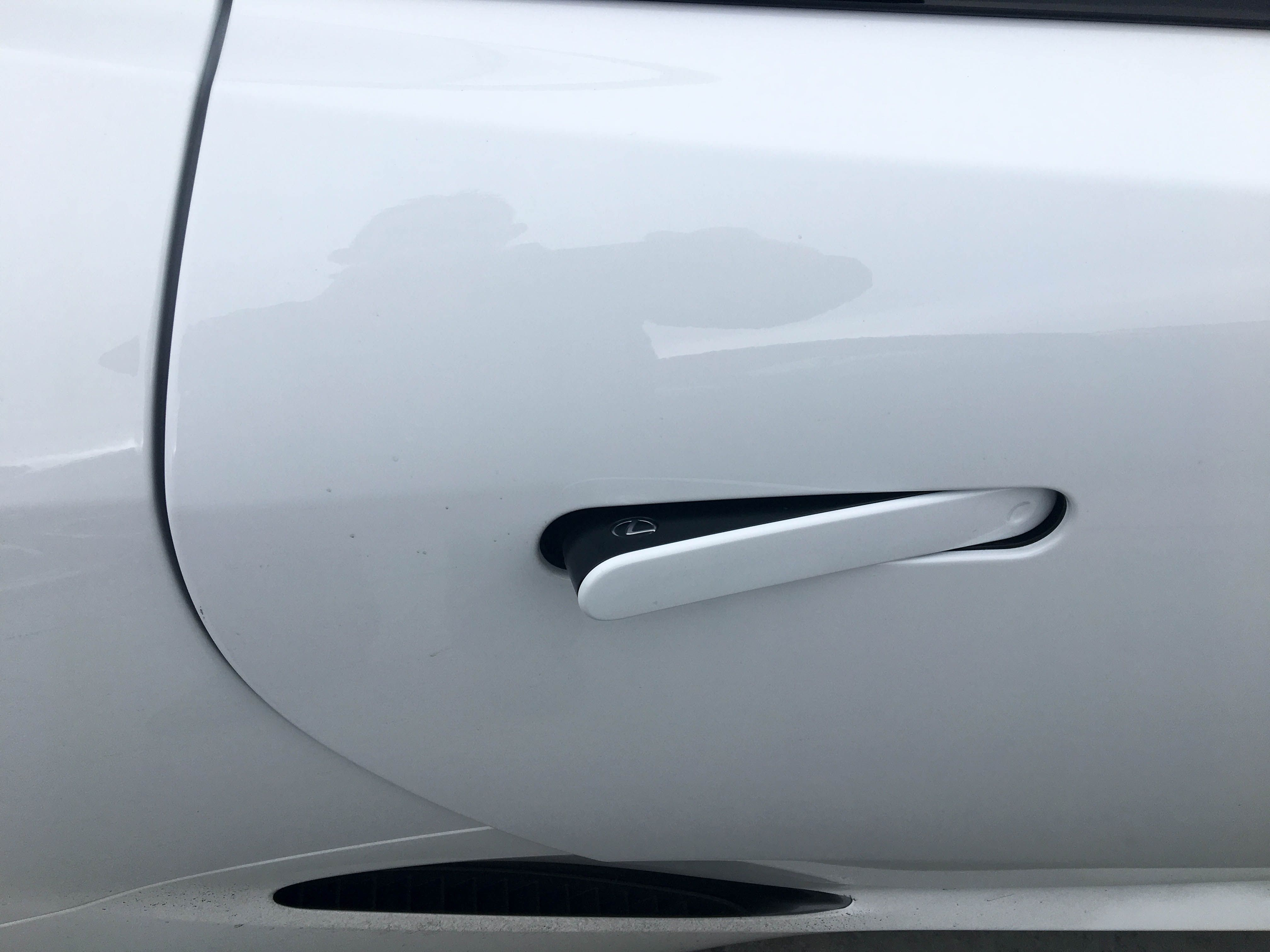 The Detail On The New Lexus Lc 500 Amazes Us Check Out That Lexus Logo Within The Pop Out Door Handle The Sensational New Coupe Fr Lexus Lc Lexus New Lexus
