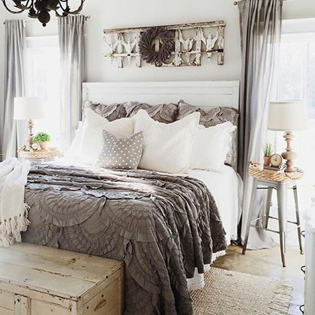 Best Stunning Vintage Farmhouse Bedroom Decoration Ideas 73 400 x 300