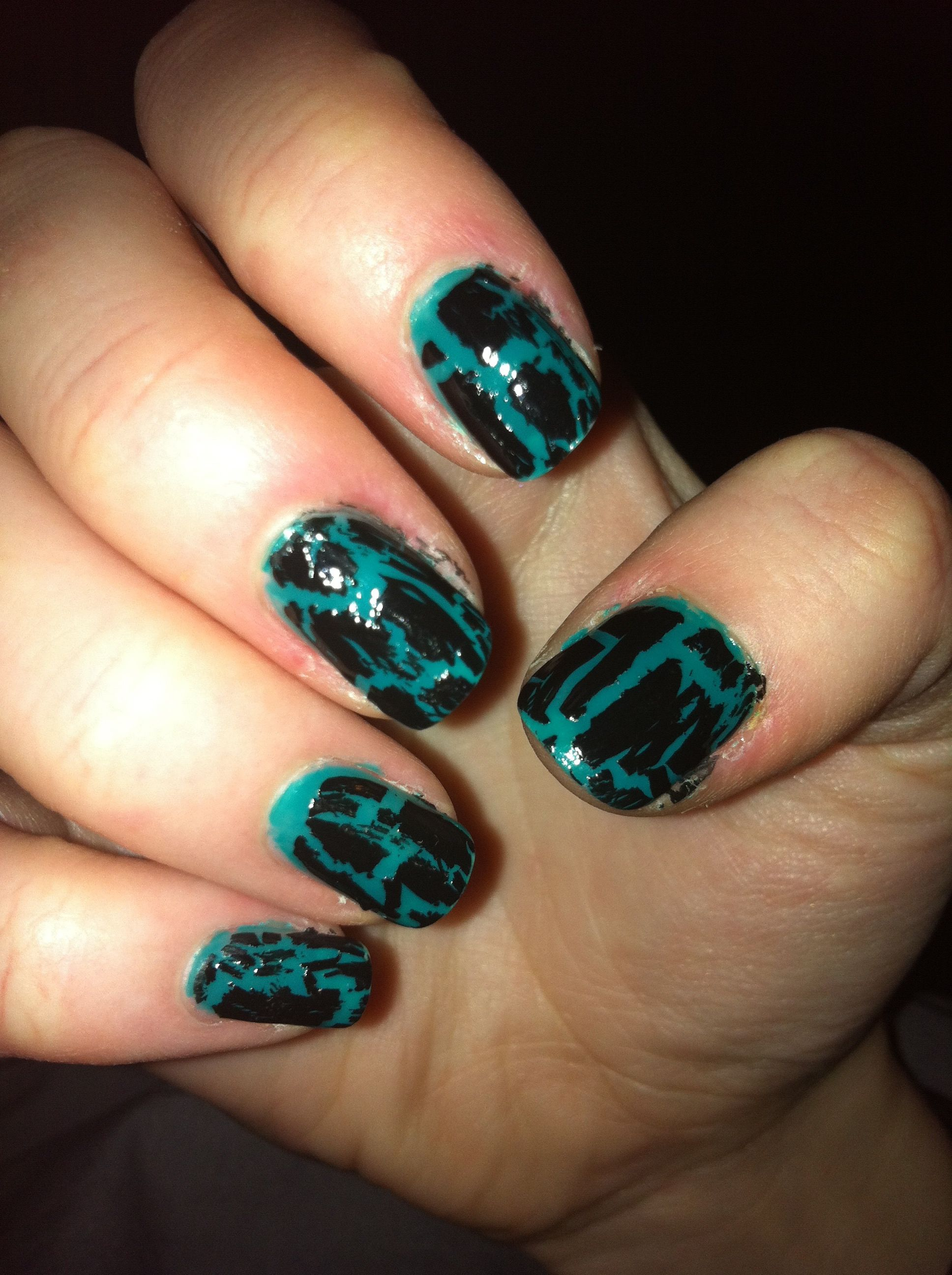 crackle - black and teal nails
