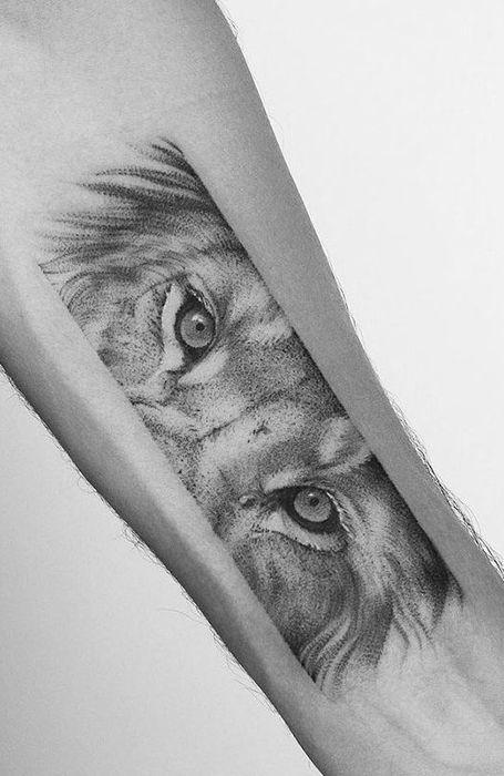 20 Fierce Lion Tattoos for Men Mens lion tattoo, Small