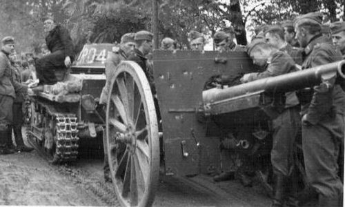 Polish wz.1897 gun captured by the German, towed by PzKpfw-I A. Noteworthy are bullet marks on a shield.