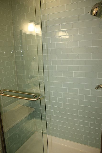 glass subway tile shower fliesen w nde und steine. Black Bedroom Furniture Sets. Home Design Ideas