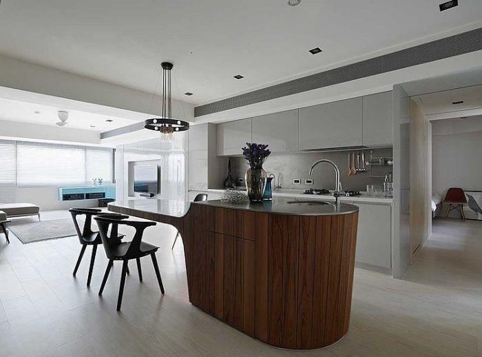 Interessante Kücheninsel : ) Moderne Küche Mit Grauen Lackfronten Und  Kochinsel Aus Holz In Futuristischem