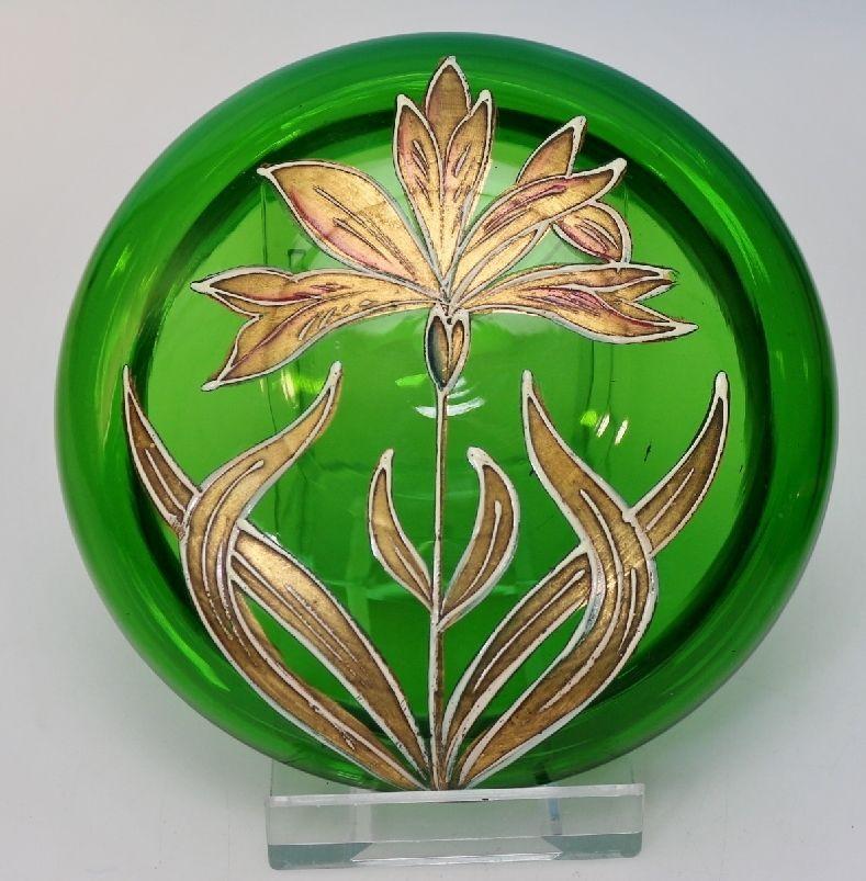 Jugendstil Glas Deckel Dose mit Emaille Blüte auf grünem Glas