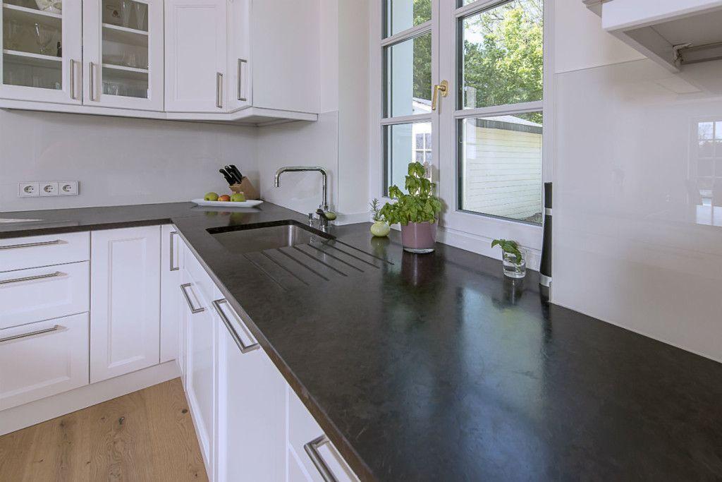 Granit Arbeitsplatten Andeer und Granit Wischleisten Verde Spluga - arbeitsplatten granit küche
