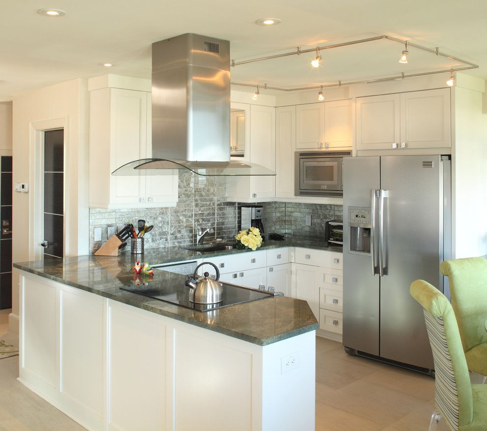 Kitchen Peninsula Photos: Free Standing Range Hood Kitchen Beach With Ceiling