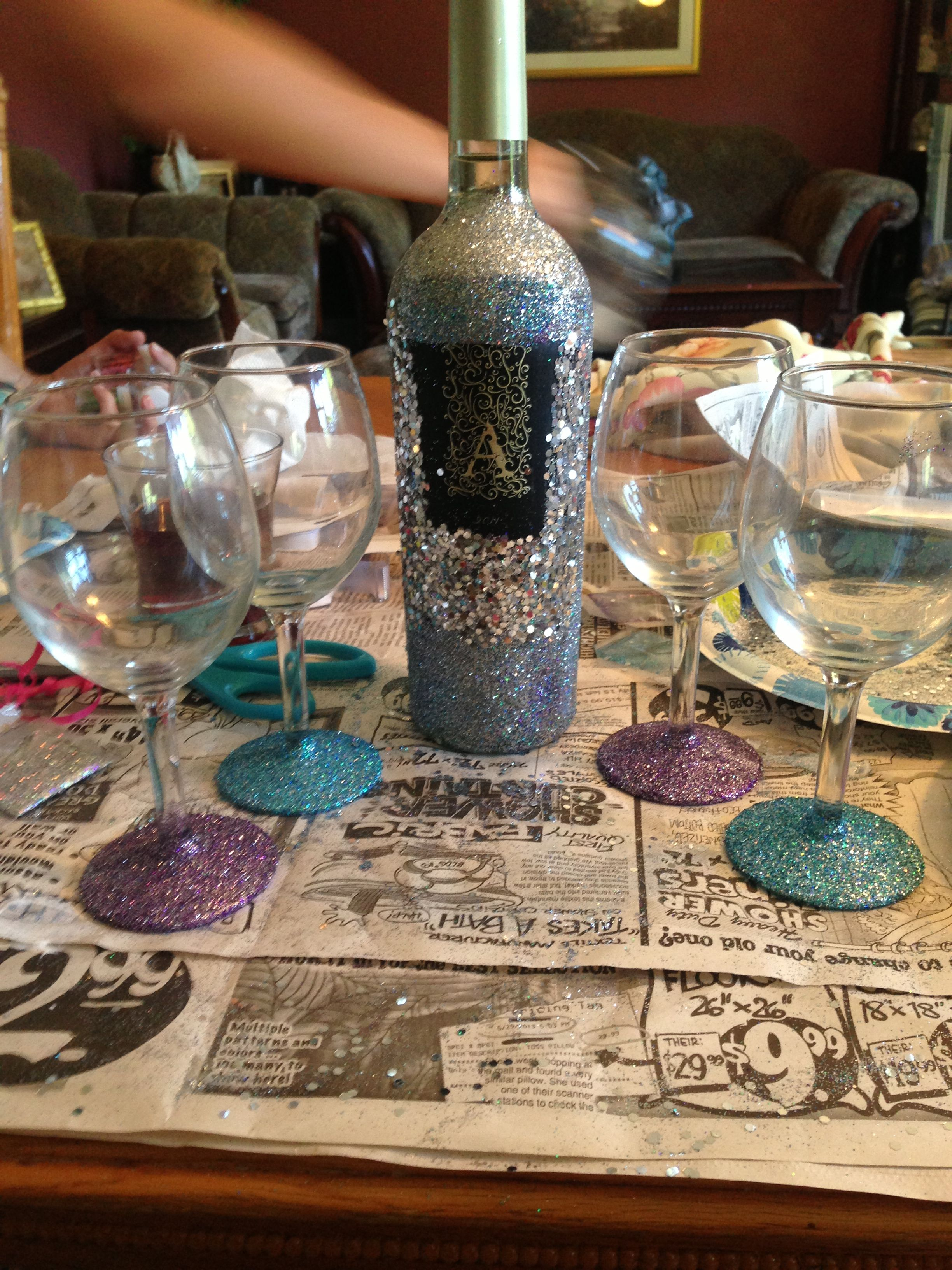 Diy 21st birthday gift glitter wine bottle and glasses for Wine bottle glasses diy