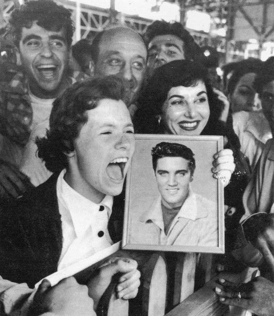 Fans greet Elvis on his way to army service, 1958