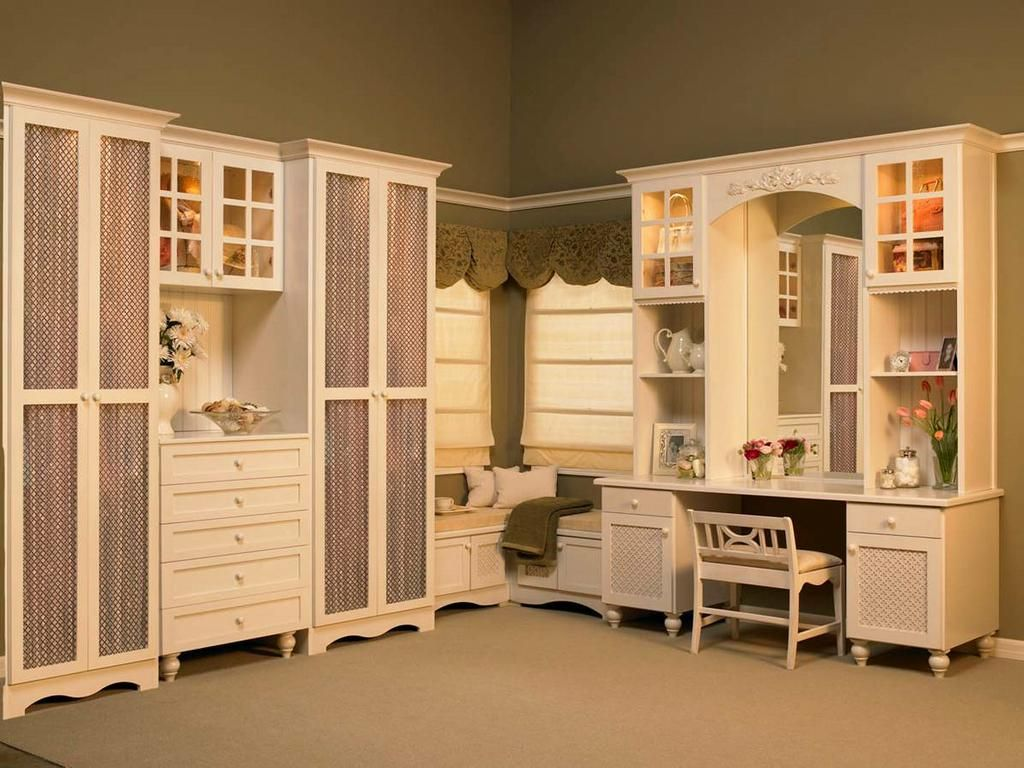 Exceptional English Cottage Dressing Room With Vanity Provided By Closet Factory  Cleveland 44130