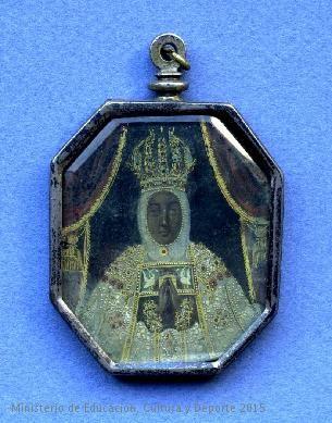 Medallón de forma octogonal con figura de la Virgen María;  CE01495
