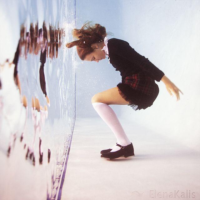 photo: Elena Kalis - Taika meno -> jos piirtää jotain taikomassa ni tämmönen eti refee tämmösee vesi efektiin hiuksiin ja vaatteisiin ... myöskin vesiseinä skilli