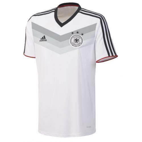 Dit fanshirt is gebaseerd op het nieuwe replica shirt van Duitsland. Het shirt is traditioneel wit met op de voorkant de adidas trademark st...