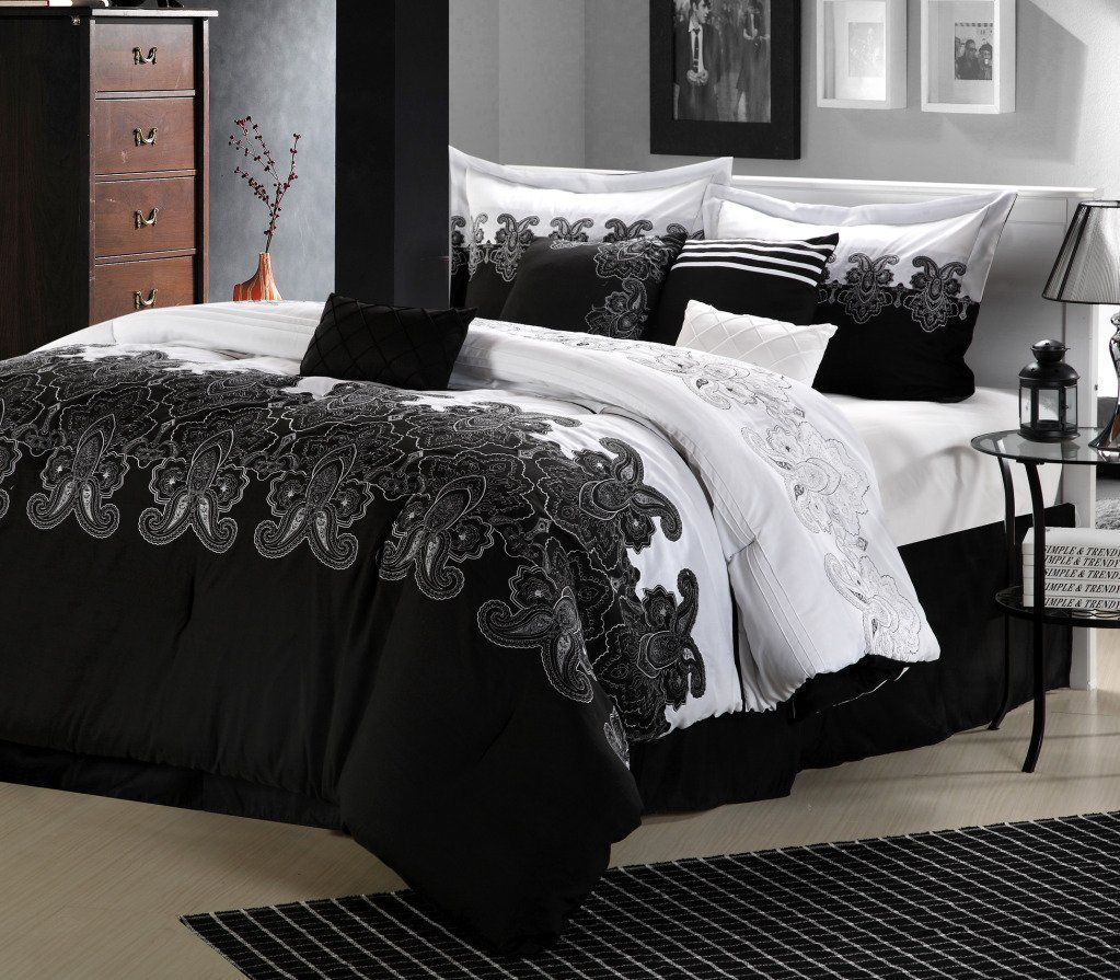 Black and red bed sheets - Bedroom Bedroom Decorating Bedroom With Black And White Room Design Features A Rug Bed Wood