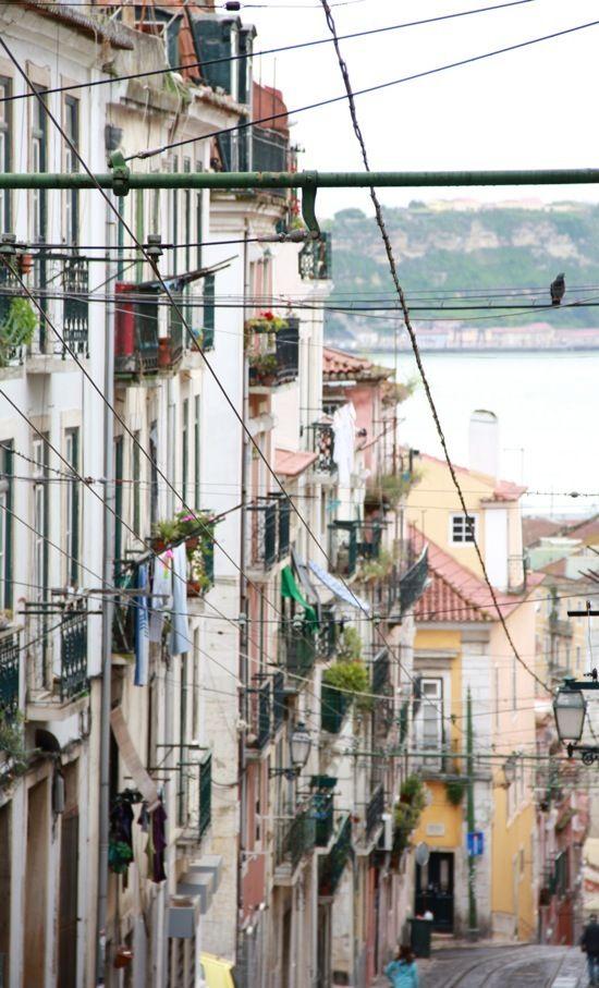 Portugal Lisbonne Chretiente Murs Pastel