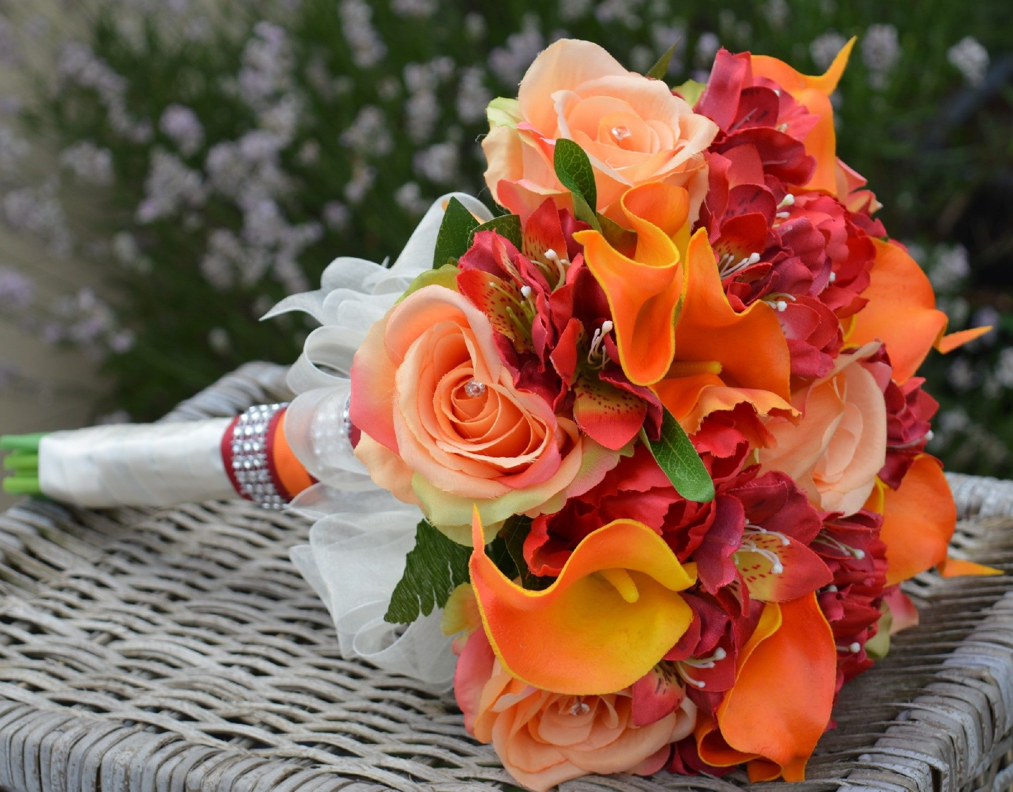 Alstromeria roses and calla lily in this stunning fall themed