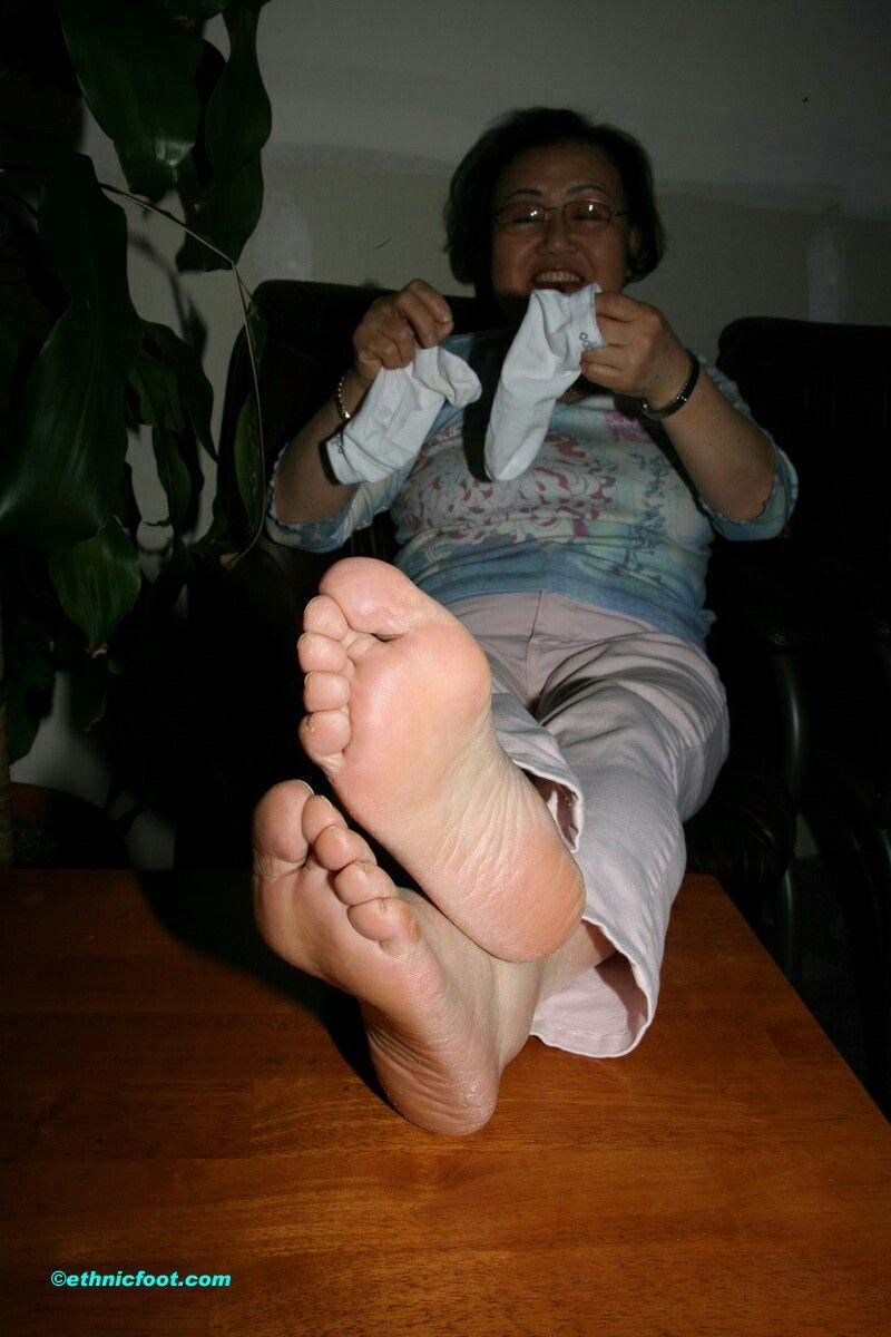pinpablo aciar on mature feet (pies de maduras)   pinterest