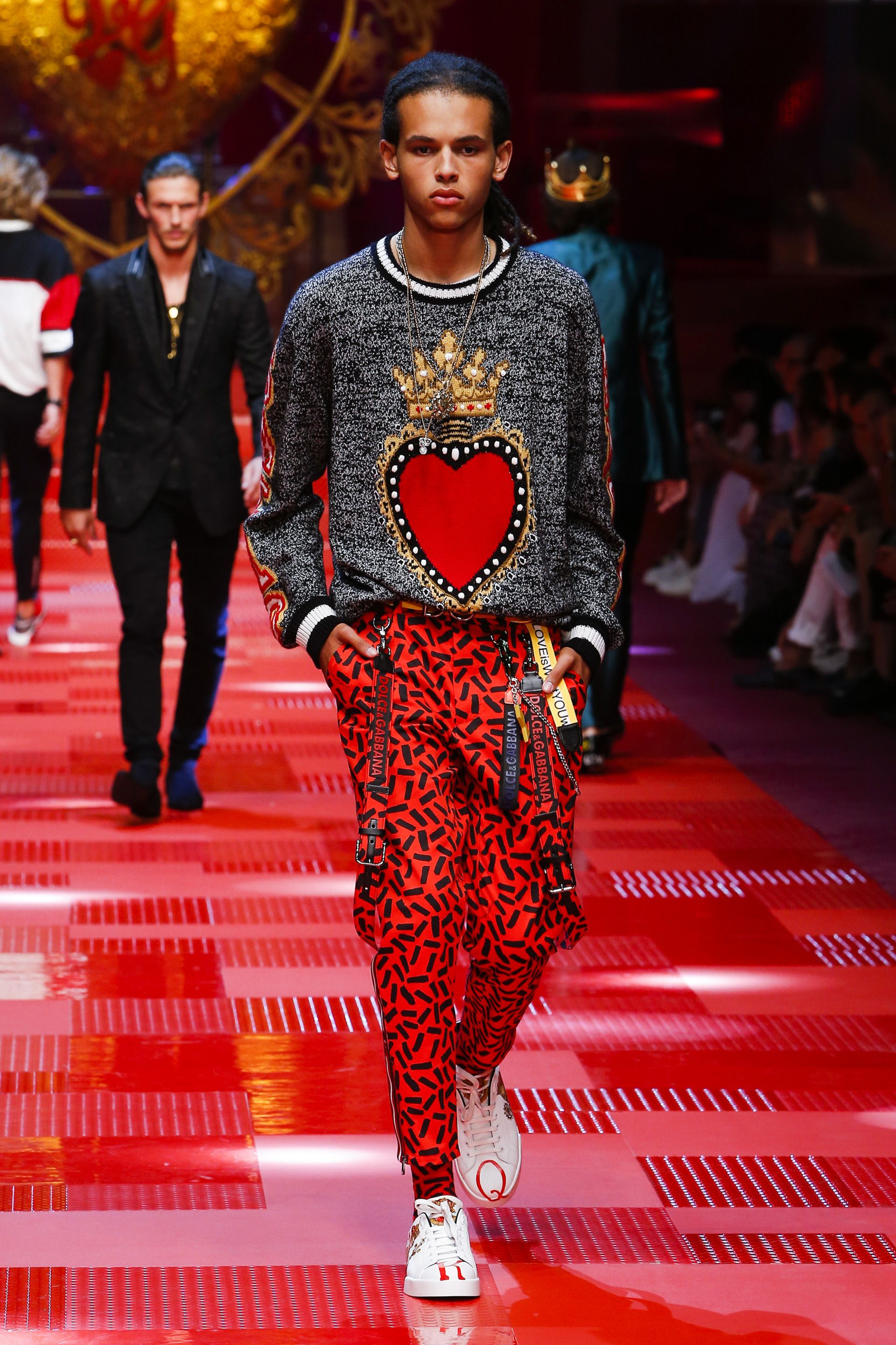 d33a8acc68c1 Discover Videos and Pictures of Dolce   Gabbana Summer 2018 Menswear Fashion  Show on .