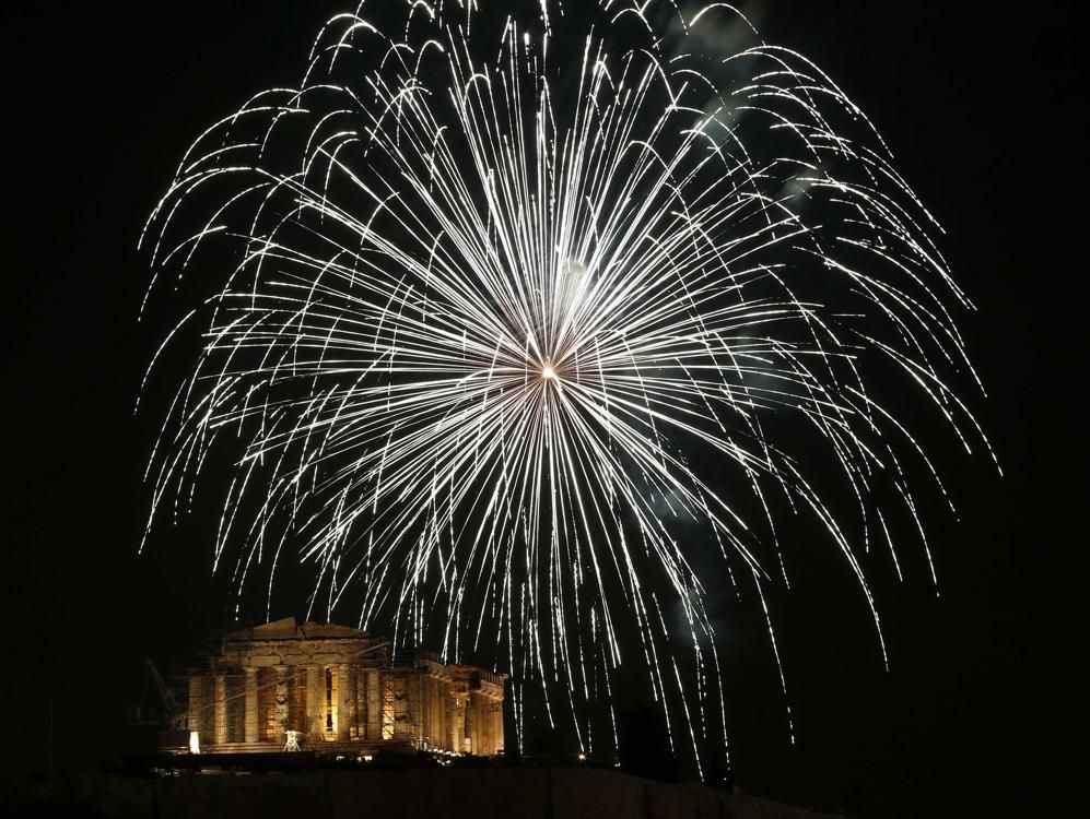 Fireworks Explode Over The Temple Of The Parthenon Atop The Acropolis Hill During New Year S Day Celebra Happy New Year 2014 New Year Celebration New Year 2014