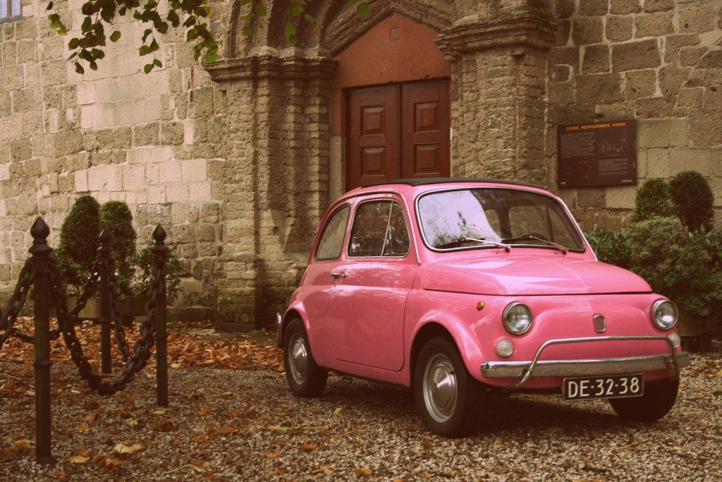 roze oldtimer travel fiat 500 oldtimer oldtimer autos. Black Bedroom Furniture Sets. Home Design Ideas