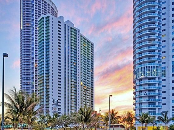 Bay Parc Plaza Apartments Miami Florida 33132 Right Opposite Pace Park Near The Opera Etc 65 Lb Dog Li Florida Apartments Miami Apartment Miami Real Estate