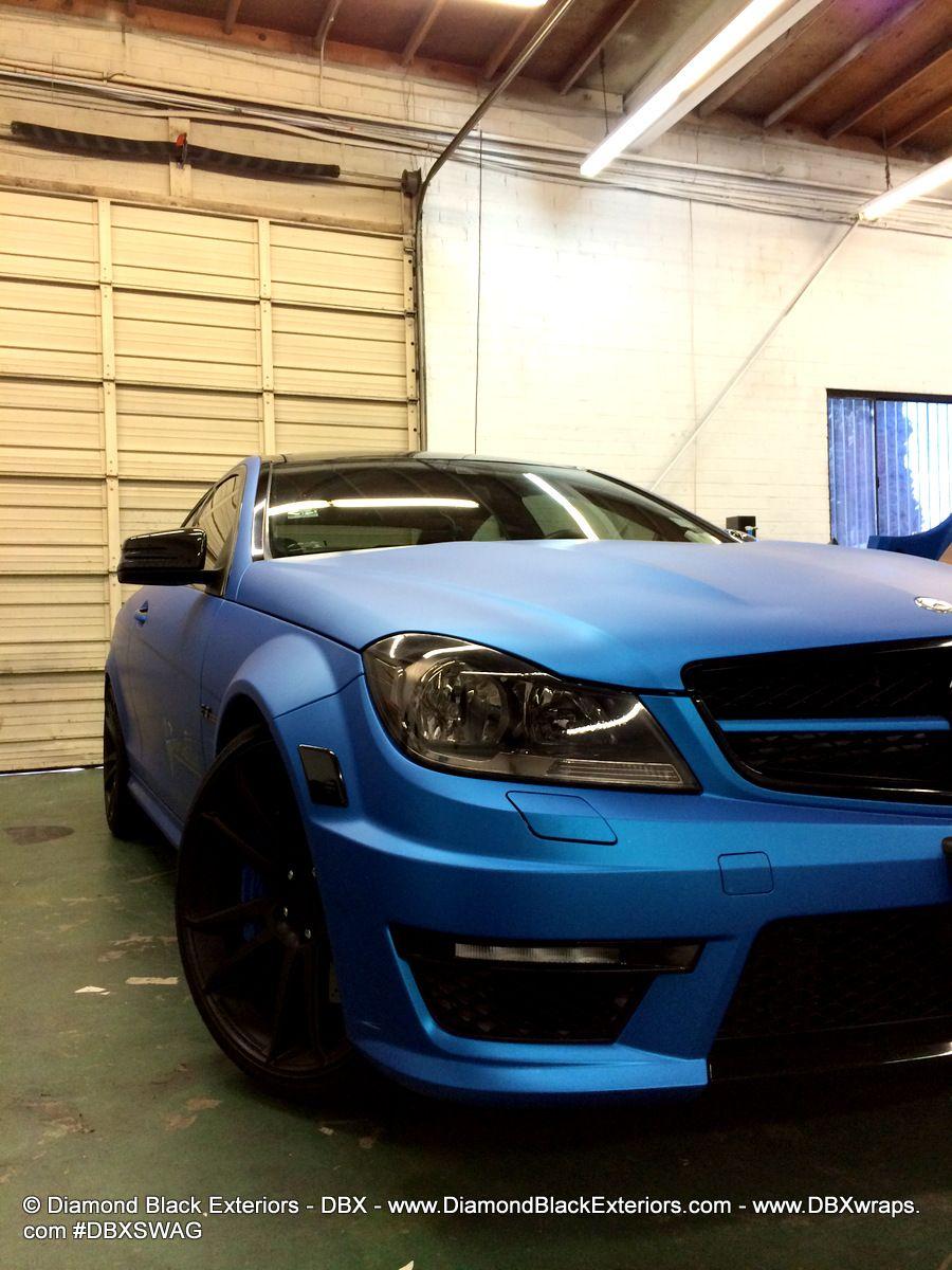 Vinylwrapped Mercedes in matte blue Mercedes benz c63