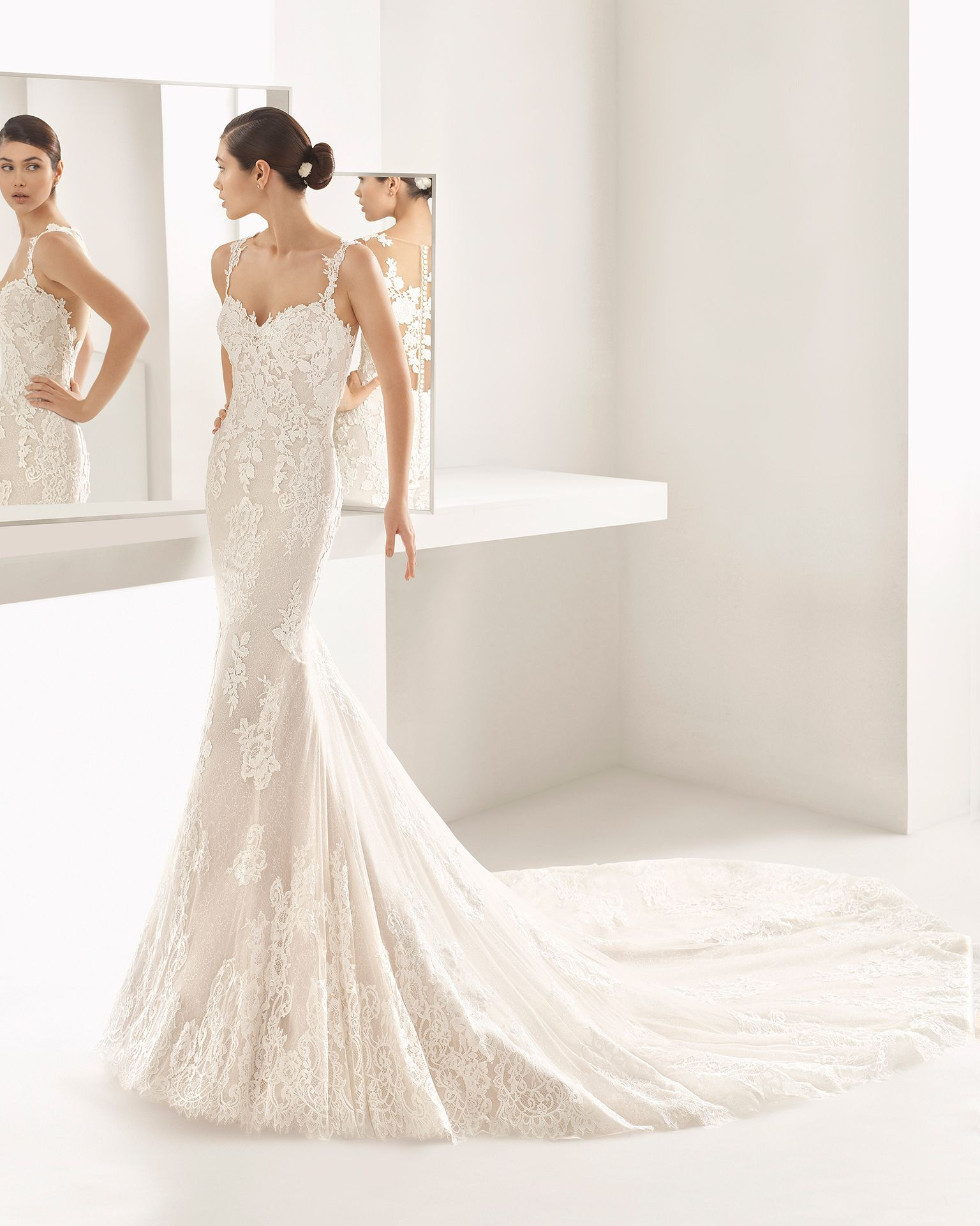 This guipure mermaid wedding dress exudes sensuality, combining a