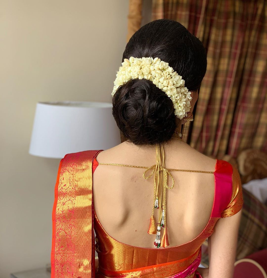 What A Beautiful Large Low Bun With Real Flower Gajra Care However Should Be Taken Before Adopting Suc In 2020 Saree Hairstyles Bridal Hair Buns Traditional Hairstyle