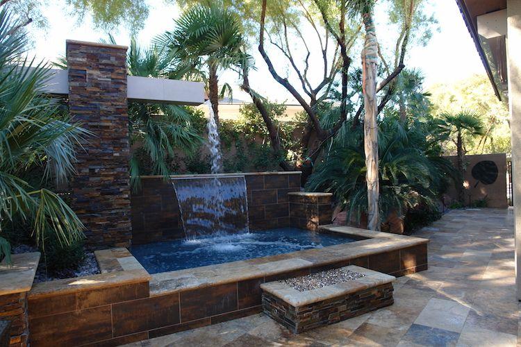 Wasserkaskaden Garten Modern Wasserfall Palmen Mediterran Sandsteinplatten