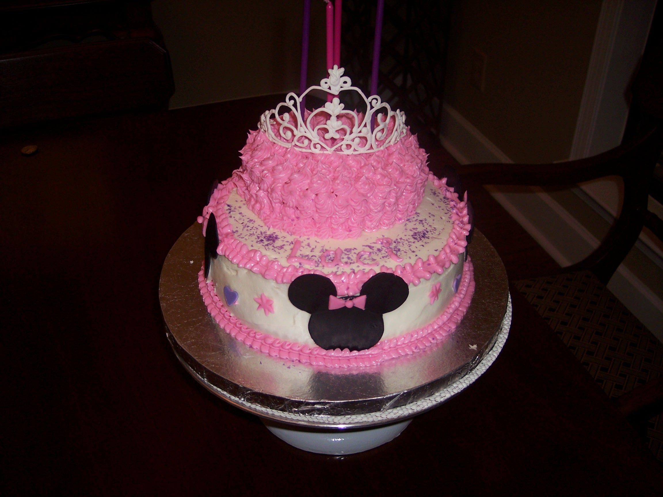 Minnie Mouse cake with an edible royal icing crown My Cakes I