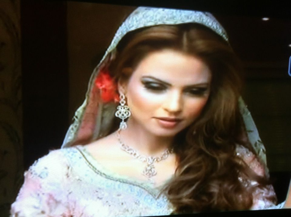 Side Swept Loose Curls Dupatta Pinning With Flowers Engagement