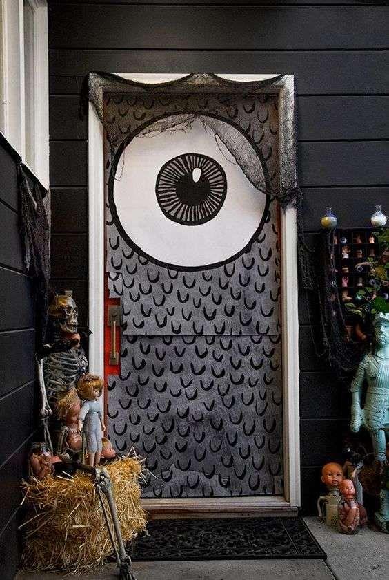 Decoracion De Puertas Halloween Mejores Ideas Puertas De Halloween Ojos Puerta De Halloween Puertas Decoradas Para Halloween Decoracion De Halloween Casa