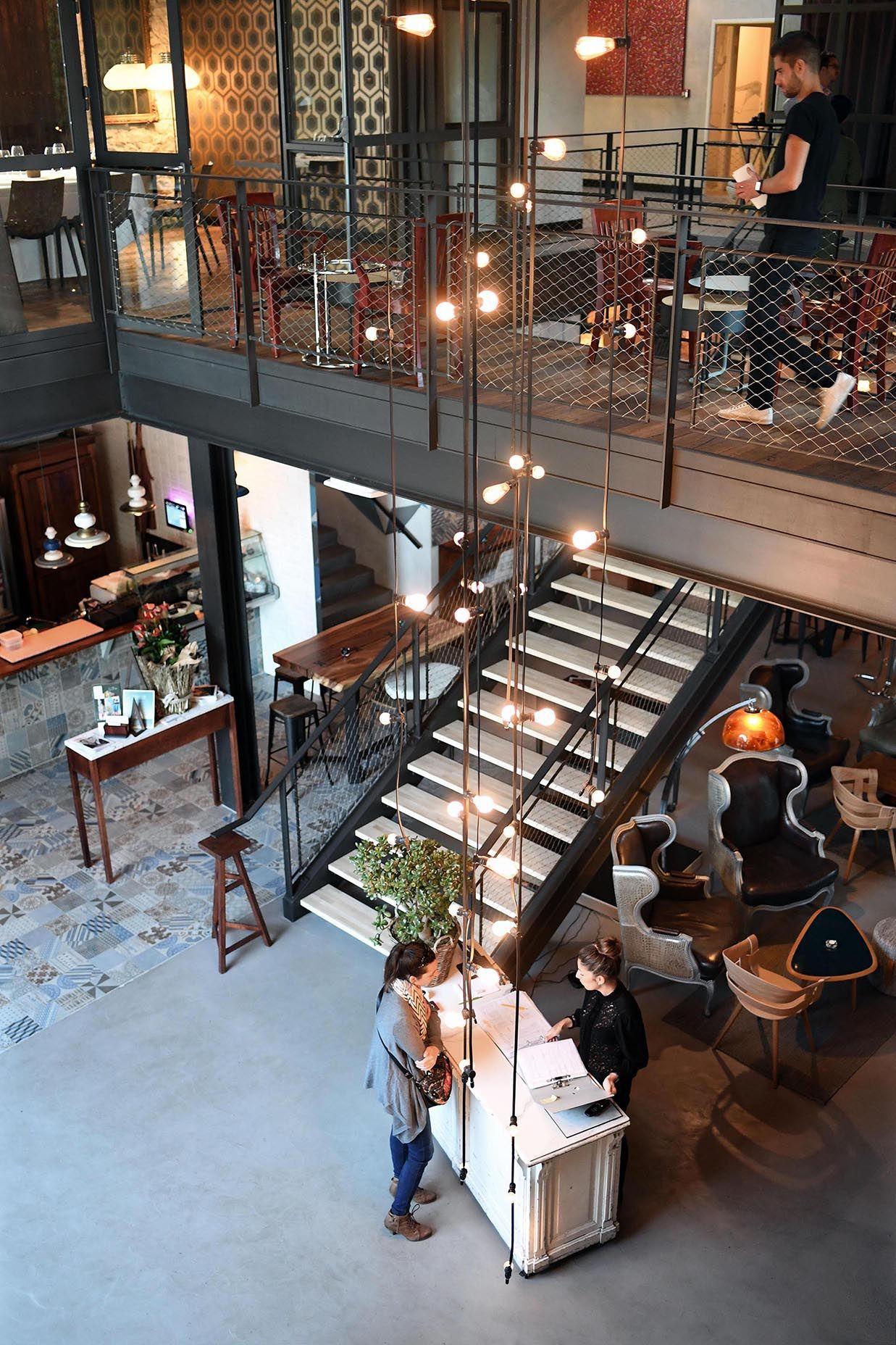 Restaurant Decoration Beton Carreaudeciment Bartapas Passerelle Guirlandelumineuse Tapisserie Design Mobilier Bar A Tapas Design Restaurant