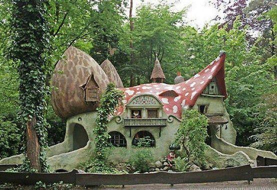 pin von siky auf fairy house pinterest haus baumhaus und ungew hnliche h user. Black Bedroom Furniture Sets. Home Design Ideas