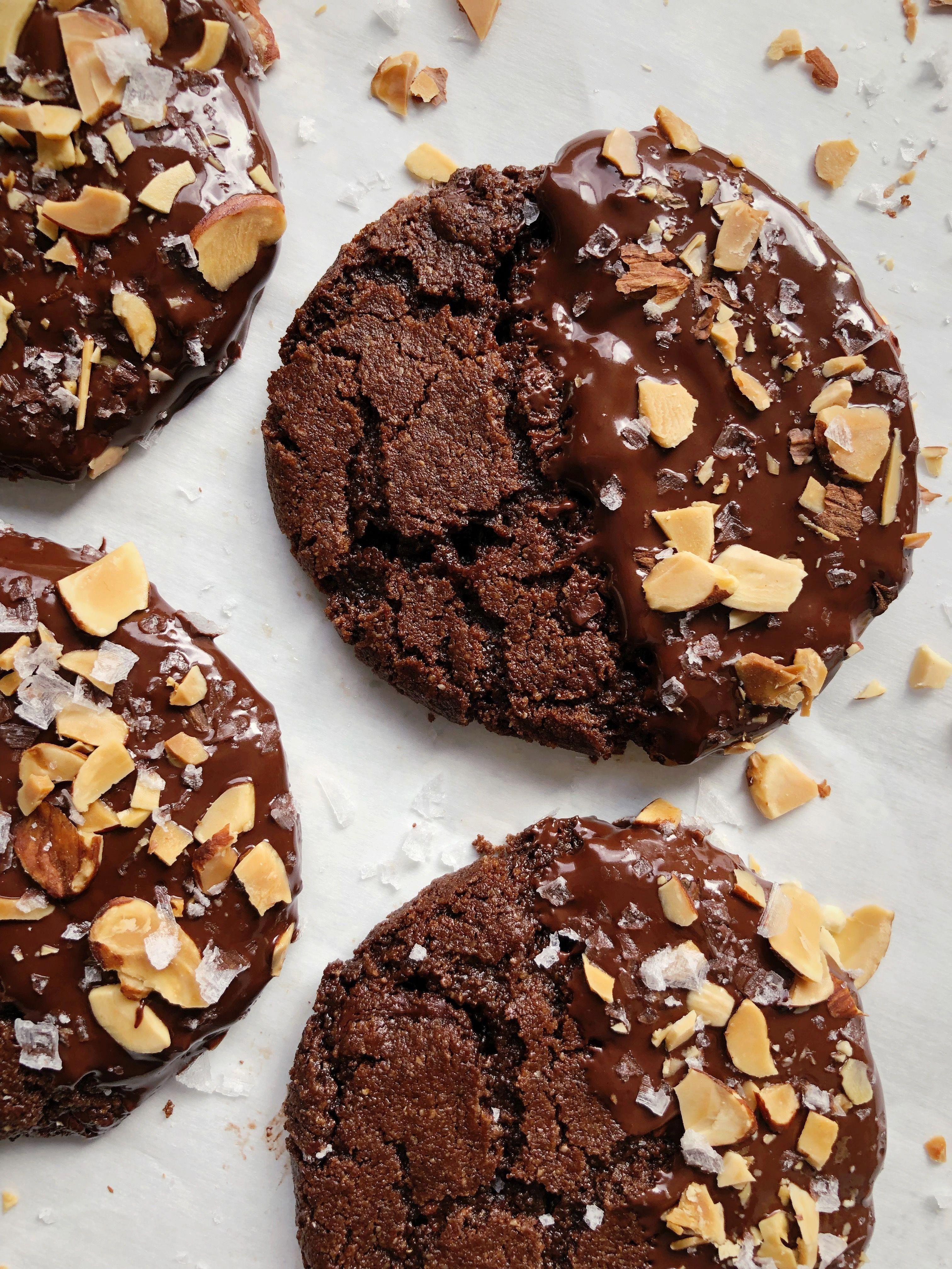 Salted Dark Chocolate Almond Milk Cookies with Toasted Almonds Dark Chocolate Almond Milk Cookies with Toasted Almonds