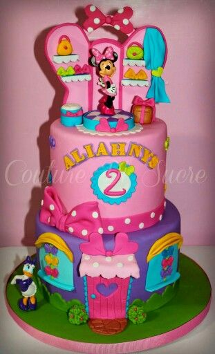 Minnie bowtique cake