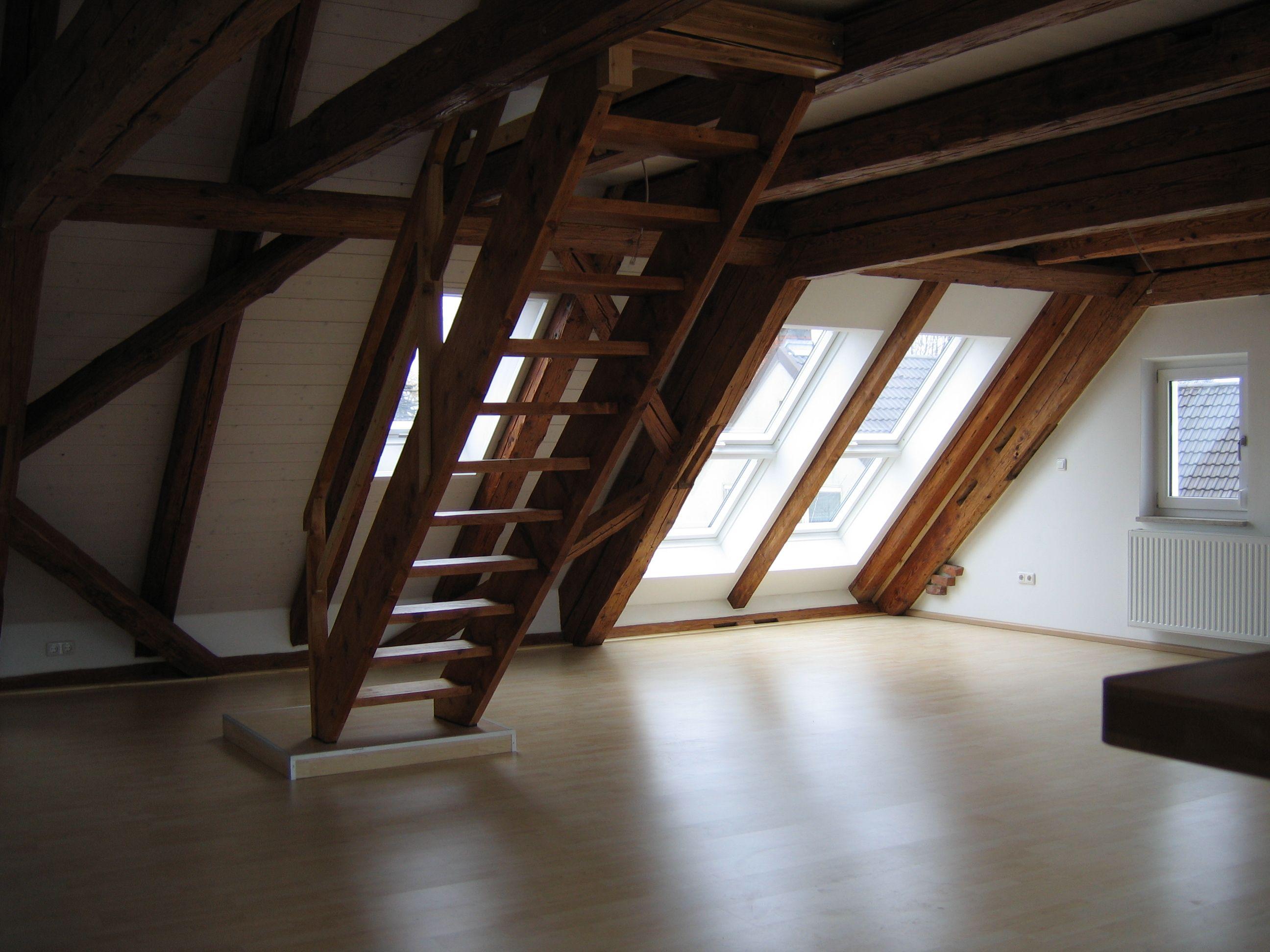dachgeschossausbau bild 2 jetzt renoviert dachfl chenfenster bringen helligkeit renovierte. Black Bedroom Furniture Sets. Home Design Ideas