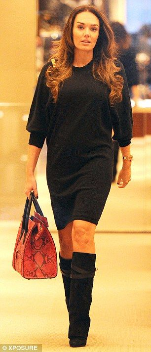 7f3e8725362 Woman in black  Tamara kept her baby bump hidden beneath a smart black  dress for her day out with Jay on Sunday