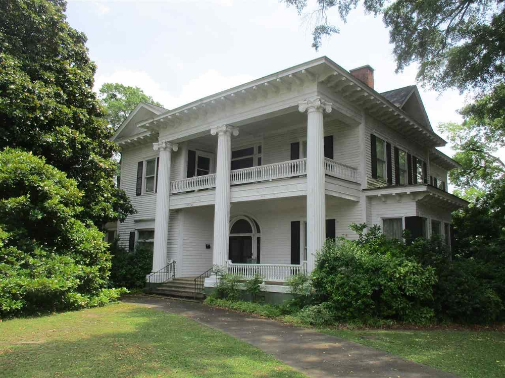 Over Two Acres In South Carolina Almost 6 000 Square Feet 225 000 The Old House Life Old Houses Old Houses For Sale Cheap Houses