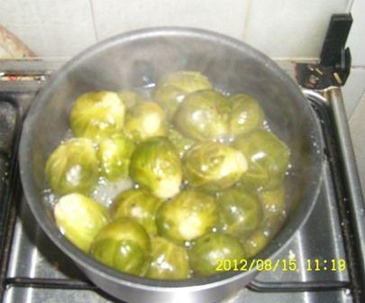 Cociendo coles de bruselas