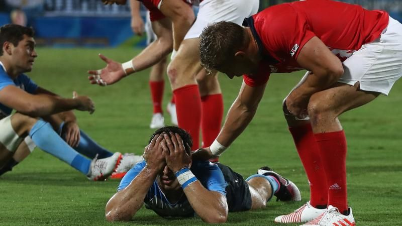 Great sportsmanship as GB players console players from