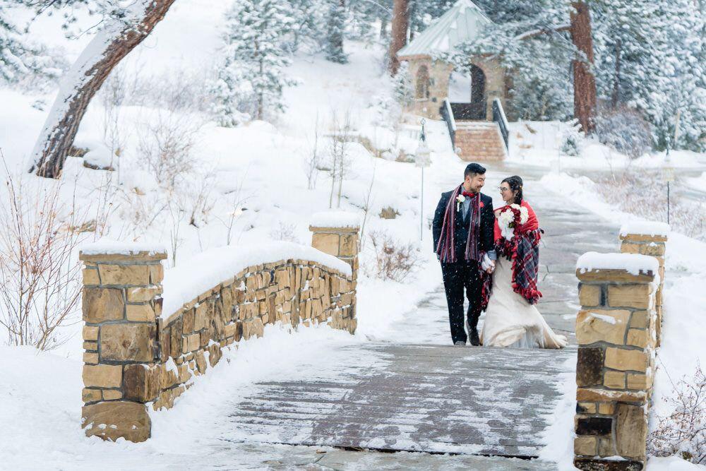Della terra winter wedding by estes park photographer in