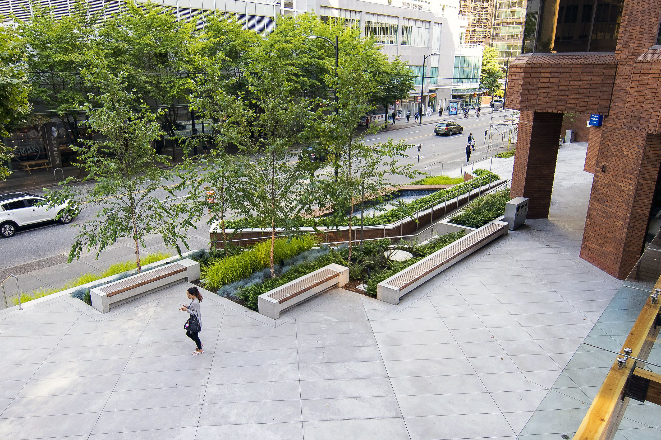 Contemporary planting plaza google search plaza spaces for Contemporary landscape architecture